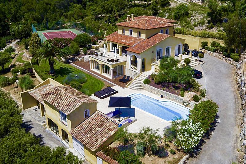 luxus villa ferienhaus in s dfrankreich buchen luxus. Black Bedroom Furniture Sets. Home Design Ideas